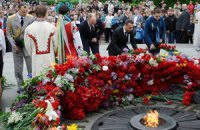 Оппозиция возложила цветы к Вечному огню