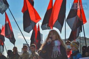 """Активисты """"Правого сектора"""" требуют от ЦИК снять кандидатуру экс-""""регионала"""", которого поймали на подкупе избирателей"""