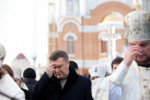 Янукович освятил с митрополитом воду