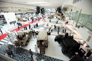 Порошенко летит в ОАЭ на оружейную выставку