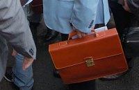 Муж Тимошенко засветился в суде с портфелем от Louis Vuitton