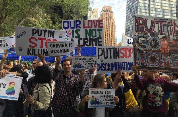 Путіна в Нью-Йорку зустріли прапорами України (фото)