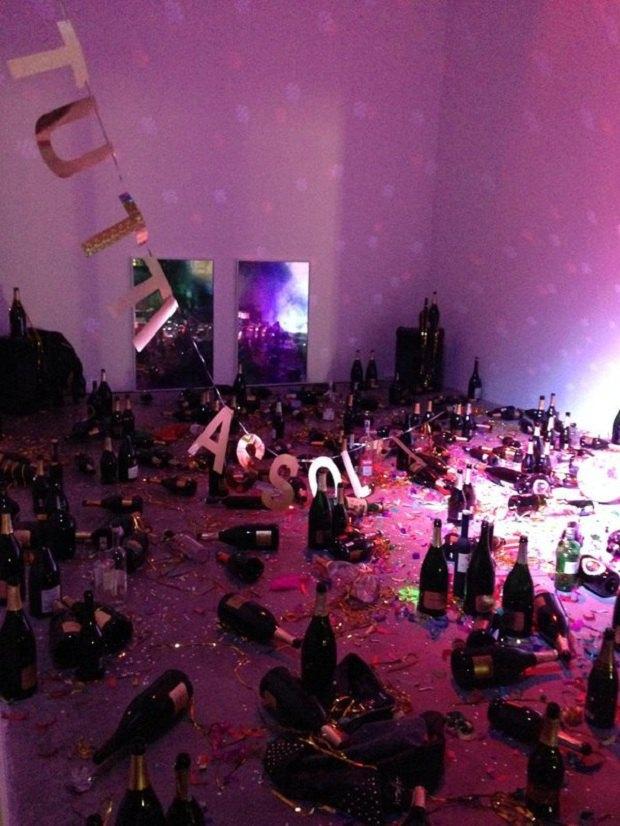 В італійському музеї знищили інсталяцію, сприйнявши її за наслідки вечірки (фото)