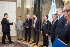 Порошенко поблагодарил послов стран G7 за поддержку Украины