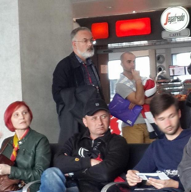 Табачник в аэропорту Тель-Авива