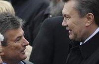 Янукович сказал Онопенко, что на нем держится земля, и в отставку глава ВСУ не пойдет