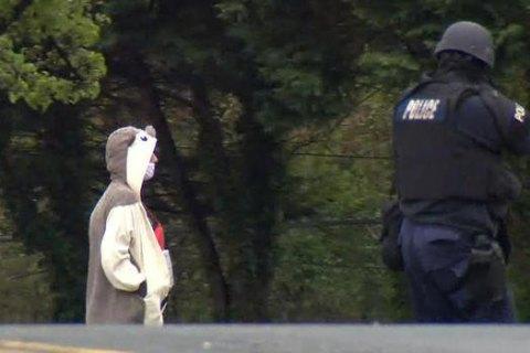У Балтиморі чоловік у костюмі панди погрожував підірвати телестанцію
