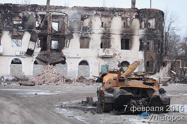 Обстрелянный дом в Углегорске