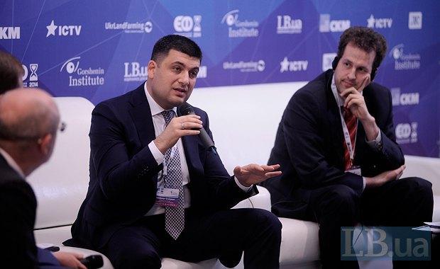 Владимир Гройсман(в центре), вице-премьер министр по региональной политике, экс-городской голова Винницы и Штефан Мойзер, директор Регионального представительства Фонда имени Фридриха Эберта (Германия)