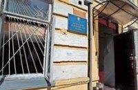 У Печерского суда дежурит микроавтобус «Взрывоопасно»