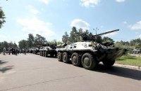 Очевидцы сообщают, что в Луганск со стороны РФ въехало 6 танков, 6 БТР и 8 КАМАЗов с боевиками