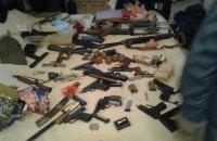 В киеве задержали мужчину, который хранил дома 10 пистолетов, 7 гранат и 500 патронов