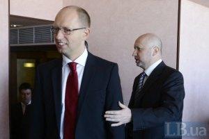 Яценюк и группа депутатов зашли в Кабинет министров