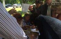 """На """"референдуме"""" в Мариуполе голосуют прямо на улице"""
