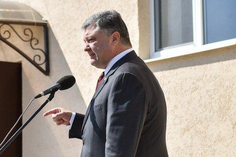 """Порошенко надеется на изменение Конституции в части децентрализации """"в ближайшее время"""""""