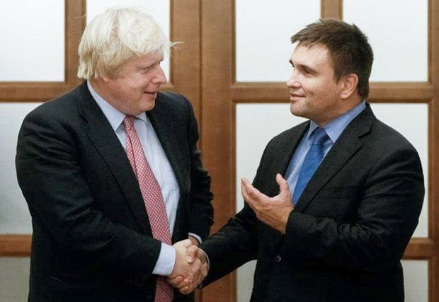 Міністр закордонних справ Великобританії Борис Джонсон (зліва) та міністр закордонних справ України Павло Клімкін