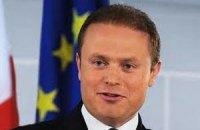 Янукович и Азаров примут премьера Мальты