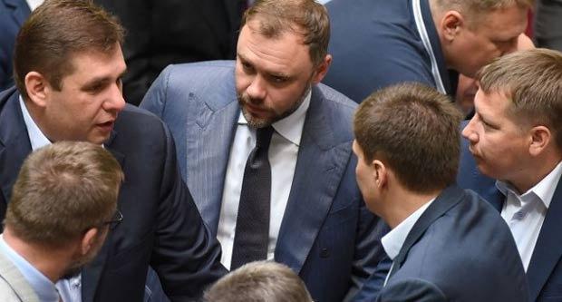 Гліб Загорій в центрі фото