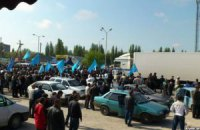 Около тысячи крымских татар встречают Джемилева на въезде в Крым (обновлено)