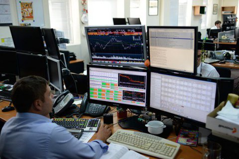 Фондовую биржу ПФТС лишили лицензии из-за российского акционера