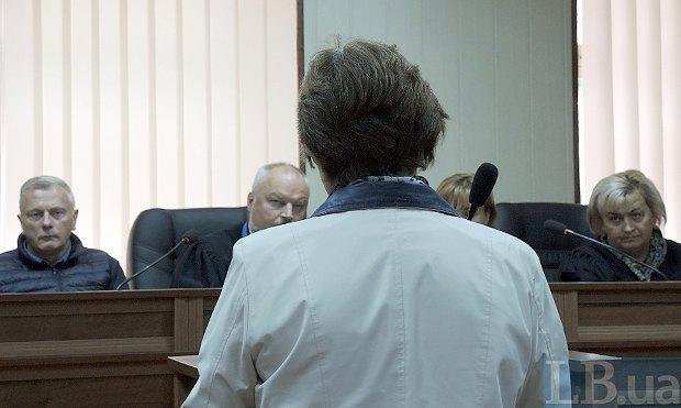 Мама убитого Романа Вареницы во время заседания суда
