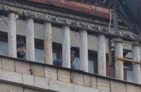 Напротив Печерского суда дежурят снайперы