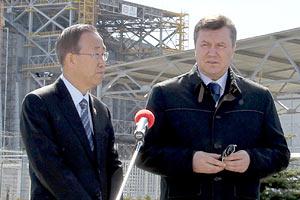 Янукович и генсек ООН посетили ЧАЭС