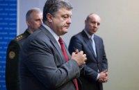 Порошенко просит Раду безотлагательно рассмотреть отставку Яценюка