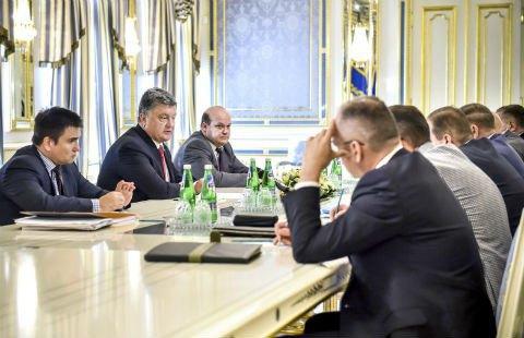 Украина неуклонно придерживается минских соглашений, - Порошенко