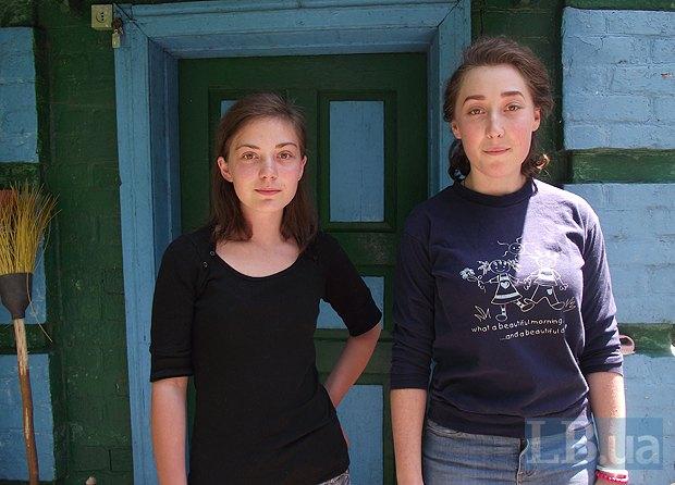 Ольга с двоюродной сестрой Ксенией, которой вскоре тоже предстоит поступать