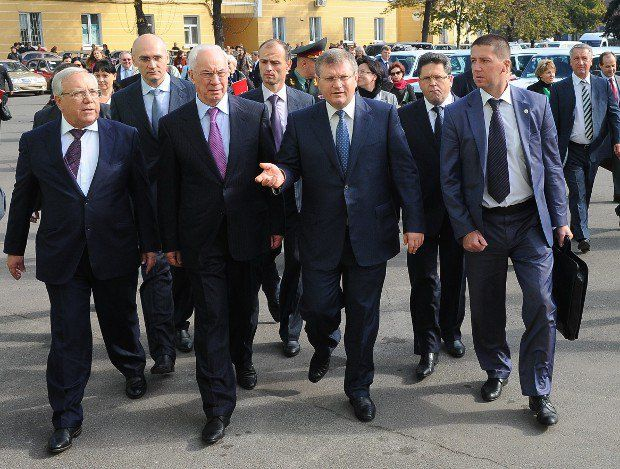 Азаров в Днепропетровской области разразился монологом к российской власти