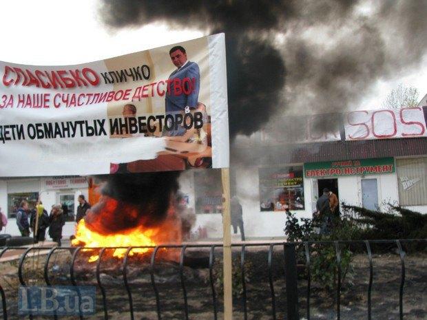 В Києві знов палять шини: Підприємці рятують ринок - фото 1