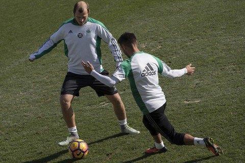 ФИФА позволила Роману Зозуле вернуться в«Днепр»