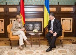 Порошенко обсудил с Меркель ситуацию в Украине