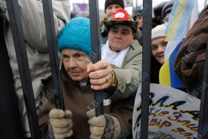 100 сторонников Тимошенко ждут начала суда