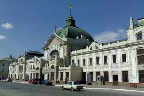 ВЧерновцах начальника вокзала задержали навзятке