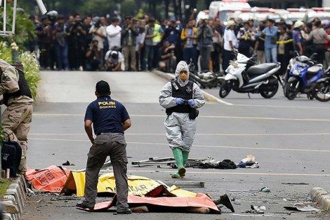 В столице Индонезии прогремела серия взрывов, есть погибшие (обновлено)