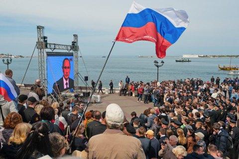 """В Севастополе на официальном мероприятии на экран вывели гимн РФ со словами """"Россия - безумная наша держава"""""""