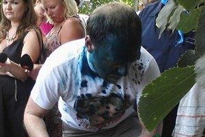 Власенко плеснули в лицо зеленкой (обновлено)