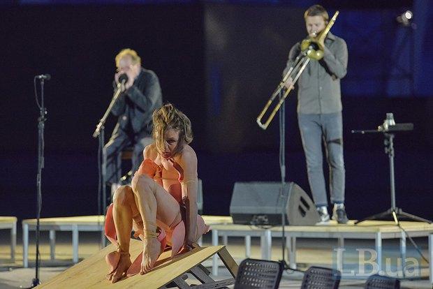 """Біля стадіону """"Олімпійський"""" покажуть буто-оперу """"Медея"""" (фото)"""