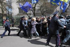 """""""Свободовцы"""" все же подрались с милицией в Тернополе"""