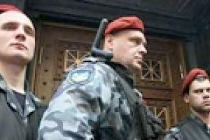 """Бывший офис НАК """"Надра"""" на Владимирской в Киеве оцепила милиция"""