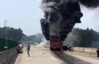 30 людей згоріли в туристичному автобусі в Китаї