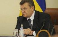 Янукович выступает за полный запрет рекламы табака и алкоголя