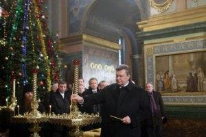 Янукович и Азаров посетили рождественское богослужение в Лавре