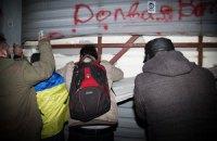 Участники Автомайдана повредили ворота в резиденции Медведчука и Азарова (добавлены фото)