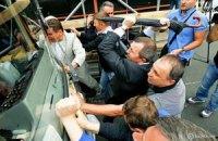 Милиция возбудила уголовное дело по факту повреждения милицейских автобусов