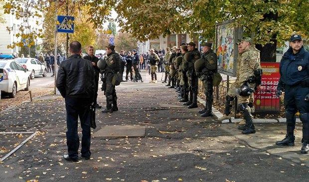 ВКиеве сотни националистов протестуют против ведомства Авакова: появились фото