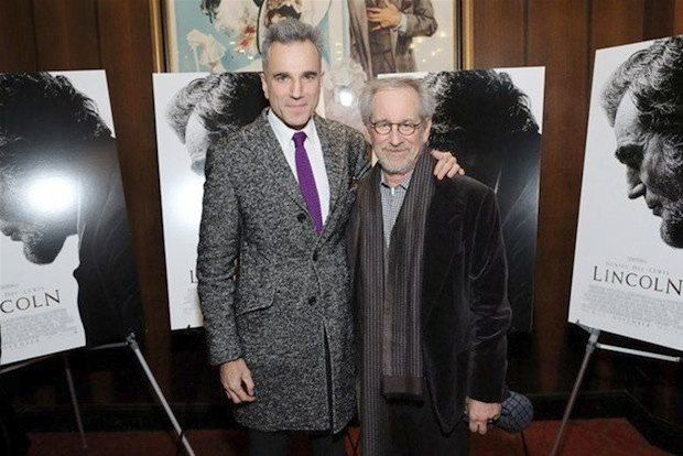 """Скорее всего, оба изображенных на фото мужчины получат по """"Оскару"""" через полтора месяца: Дэниел Дэй Льюис и Стивен Спилберг"""