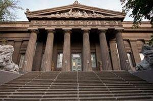 Мажоритарщик массово водит детей в музей к своей жене